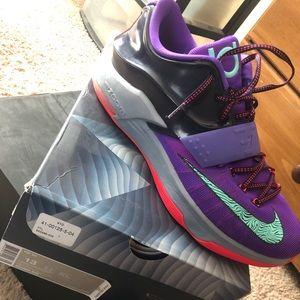 Shoes - KD 7s storm the city